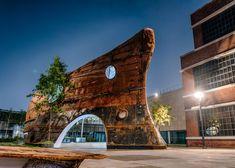 The Temp'L is een briljant staaltje van recyclage en moderne architectuur, gemaakt van een oude scheepsromp is het connectiue tussen oud en nieuw.