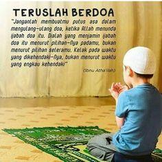 "BERDOA LAH Allah SWT malu terhadap hambanya yang menadahkan tangan dan berdoa namun Allah tidak memberikan apa"" kepada hamba nya. maka berdoa lah minta hanya pada Allah yang maha kaya. jikalau doa kita belum diijabah mungkin Allah MENUNDA doa kita dan MENGGANTINYA dengan apa yang lebih baik dari apa yang kita minta sungguh Allah maha mengetahui apa yang ummat nya tidak ketahui #berdoa #istiqomah Sabar Quotes, Self Reminder, Islamic Love Quotes, Malu, Quran Quotes, Alhamdulillah, Doa, Allah, Quotations"