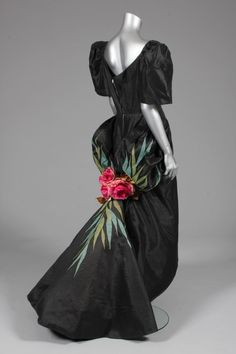 I dreamt of a thousand dresses Archive List - Kerry Taylor Auctions Don't Forget Bedroom Decorating Philippines Dress, Filipino Fashion, Philippine Fashion, Filipiniana Dress, Vintage Fashion 1950s, Long Skirts For Women, 20th Century Fashion, Vogue Fashion, Beautiful Gowns