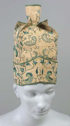 18th century, America - Man's cap - Linen plain weave with silk embroidery, trimmed with silk plain weave tape