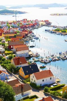 The picturesque village of Fjällbacka, Sweden /// #travel #wanderlust