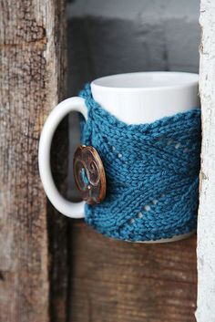 Oooh, i need to try this one! Ravelry: Fancy Mug Cozy free pattern by Kirsten Hipsky #knit