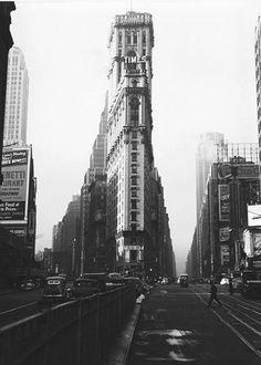 Lou Stoumen. Times Square - New-York Times Building - 1940
