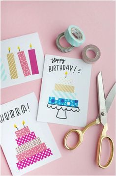 DIYs prácticos con cinta adhesiva a través de Makerist Magazine . 5 DIYs prácticos con cinta adhesiva a través de Makerist Magazine . 5 DIYs prácticos con cinta adhesiva a través de Makerist Magazine . Cumpleaños Diy, Sell Diy, Tarjetas Diy, Birthday Card Drawing, Washi Tape Diy, Masking Tape Art, Washi Tape Planner, Bday Cards, Ideias Diy