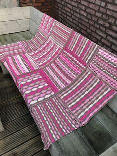 Een nieuw jaar kan niet beter beginnen dan met een goed nieuw project. Deze deken is een goed nieuw project. Knotten heeft een nieuwe CAL en KAL ontworpen, twee
