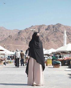 Hijab Gown, Hijab Niqab, Muslim Hijab, Ootd Hijab, Hijab Outfit, Muslim Couples, Muslim Girls, Muslim Women, Islamic Fashion