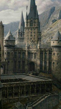Hogwarts courtyard
