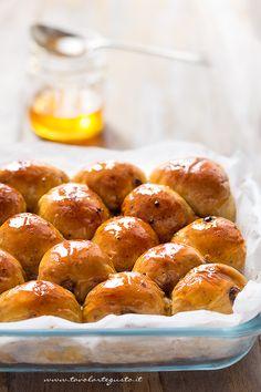 Il Pane di zucca al cioccolato è un Pan brioche dolce, morbidoesoffice grazie alla purea di zucca nell'impasto, profumato alla vaniglia, dal sapore di brioches dolci arricchito da pezzi di …