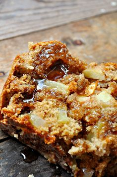 Vegan Apple Pie Bread > This bread has apples and it's vegan and refined sugar free, so…basically it's a salad.This vegan apple pie bread is so damn good, it just Vegan Recipes Easy, Apple Recipes, Whole Food Recipes, Fall Recipes, Vegan Treats, Vegan Snacks, Vegan Foods, Apple Pie Bread, Vegan Apple Cake
