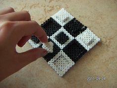 Tre i rad - Tic-tac-toe hama perler by Moa von Bäst Perler Beads, Fuse Beads, Diy And Crafts, Arts And Crafts, Tic Tac Toe, Perler Patterns, Plastic Canvas, Beading Patterns, Crochet