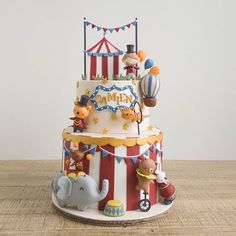 Ladies and gentlemen, the wonders of wonders, we present -- this Circus cake! While were not fans of real life circuses, New Cake Design, Cake Designs For Boy, Baby Birthday Cakes, Circus Birthday, Circus Party, Circus Wedding, Birthday Parties, Circus Theme Cakes, Themed Cakes