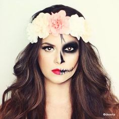 Half skull Halloween makeup with a big flower crown. Half skull Halloween makeup with a big flower crown. Skeleton Makeup Half Face, Half Skull Makeup, Half Face Makeup, Sugar Skull Makeup, Day Of The Dead Makeup Half Face, Halloween Makeup Looks, Halloween Skull, Halloween Costumes, Leopard Halloween