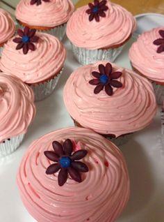 Flower strawberry cupcakes