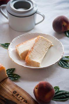 La asaltante de dulces: Receta de tarta helada de melocotón y chocolate blanco/ No bake peach & white chocolate cake recipe. Take a slice!
