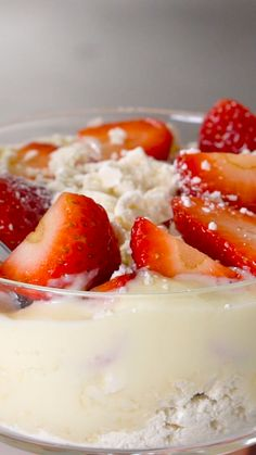 Homemade Strawberry Sauce - Sweet Homemade Strawberry Sauce that's perfect for topping ice cream, shortcakes and yogurt! It's so good that you could even eat it with a spoon with some cool whip! Gluten Free Desserts, Delicious Desserts, Yummy Food, Tasty, Sweet Recipes, Cake Recipes, Desert Recipes, Food Cakes, Chocolate Recipes