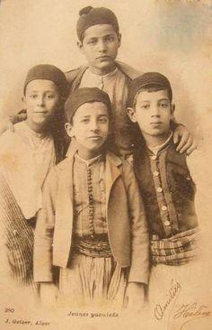 Enfants de l'Algérie à une certaine époque