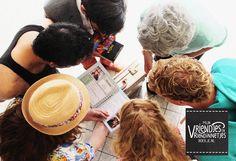 Gaat een vriend of vriendin voor lange tijd op reis of emigreren naar het buitenland en ben je op zoek naar een origineel afscheidscadeau? Op Mijn vriendjes- en vriendinnetjesboekje.nl kun je met een groep vrienden of familie een boekje samenstellen om de reiziger een mooie herinnering mee te geven. Zo'n kado past in iedere backpack dus kun je meenemen op wereldreis, emigratie of vakantie. Dus ga snel aan de slag en bezorg de reiziger een origineel afscheidskado!