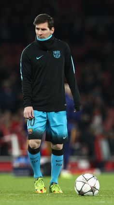 Lionel Messi of Barcelona warms up prior to the UEFA Champions League round of 16 first leg match between Arsenal and Barcelona on February 23, 2016 in London, United Kingdom.