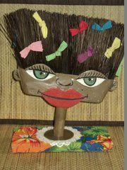 escultura de vassoura feita por Bianca Branco em Ateliê de Artes 587