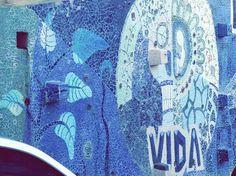 Muro de mosaicos. Morro da Babilônia,  Rio de Janeiro,  Brasil.