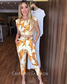 Image may contain: 1 person, standing Casual Chic Outfits, Cute Summer Outfits, Trendy Outfits, Fashion Outfits, Western Dresses For Girl, Women's Summer Fashion, Types Of Fashion Styles, Cute Dresses, Ideias Fashion