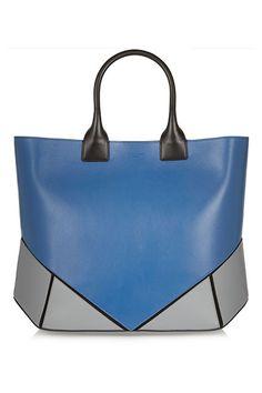 Pieces of desire inCover. BAG STARShopping bag en piel tricolorGivenchy
