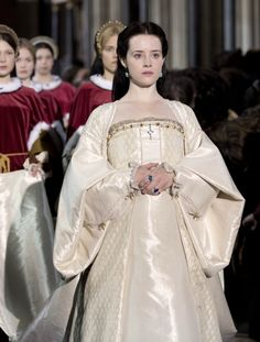 Wolf Hall - Claire Foy as Anne Boleyn wearing a white taffeta and brocade dress with long train, square neckline, ruffled cuffs and long wide sleeves embellished with pearls. The costumes were designed by Joanna Eatwell. Tudor Costumes, Movie Costumes, Cool Costumes, Period Costumes, Amazing Costumes, Theatre Costumes, Anne Boleyn, Dramatic Monologues, Elisabeth I