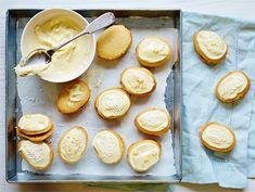 Sitruunaiset lusikkaleivät | Valio