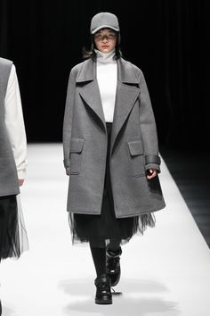 See the complete Asian Fashion Meets Tokyo  Tokyo Fall 2017 collection.