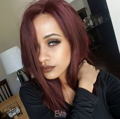 Love this medium reddish brown hair. @facesbyalexis (IG) ❤ Hai is Kim K inspired medium wavy side parted hair SKU: cew0214 #EvaWigs #humanhairwig #fulllacewig #wavyhair #reddishbrown