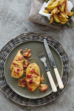 Κοτόπουλο με πιπεριές Φλωρίνης και καραμελωμένα κρεμμύδια