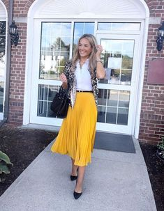 Yellow Pleated Skirt, Pleated Skirt Outfit, Pleated Skirts, Yellow Cardigan Outfits, Midi Rock Outfit, Memorial Day, Summer Dress Outfits, Skirt Fashion, Women's Fashion