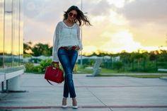 Uma das peças que pude perceber que vem com tudo no verão é o bom e velho jeans. Super casual, vai bem em looks diurnos e nortunos. Artigo quase que indispensável em qualquer guarda roupa, o jeans apareceu como peça chave no desfile do Tommy Hilfiger no NYFW de verão. Aqui no Brasil, a BO.BÔ…