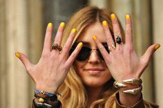 Sunny yellow για το μανικιού σας | Jenny.gr