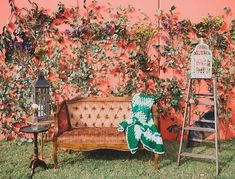Beautiful ivy vine backdrop with vintage chair props! #rentmyphotobooth Nice photo via #annmarieloves
