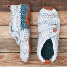 These modern crochet slippers will satisfy the minimalist in you while also making you feel like a gift giving hero. They're speedy to work up in chunky yarn and require only basic crochet skills including working in the round, single crochet, and slip stitches.