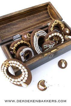 box full of jewelry cookies