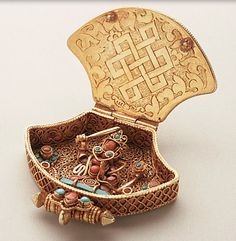 Amulet Pendant with Green Tara and Manjushri  circa 1800-1850  Nepal, Kathmandu Valley, Patan