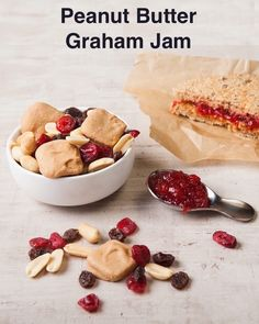 It's peanut butter jelly time! Mini graham crackers covered in a creamy peanut butter coating with raisins and dried cranberries.