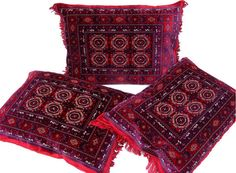 A feeling of living as the Palace of Winds You can get away with this exclusive, high-quality and velvety cushion. Enjoy the style of Maharanis in oriental opulence! Oriental seat cushion is machine manufactured carpets from Turkey Turkmenistan Sarouk design. Size: 80 x 58 cm Filling: