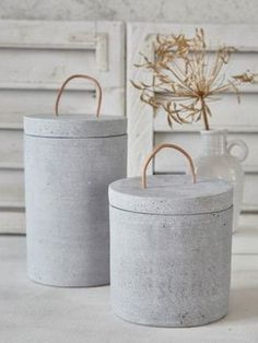 contemporary decorative pieces will add a touch of industrial style to you., These contemporary decorative pieces will add a touch of industrial style to you. Cement Art, Concrete Cement, Concrete Furniture, Concrete Crafts, Concrete Projects, Concrete Design, Diy Furniture, Diy Projects, Beton Diy