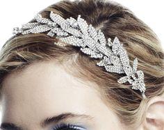 Accesorios de moda para tu peinado de novia  Ver más en nuestra web:  http://www.webcasamiento.com/peinados-de-novia-recogidos