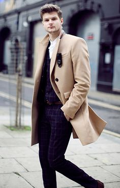 Street Style Photographs by FashionBeans: Jim Chapman Blazer Fashion, Mens Fashion, Jim Chapman, Trench Coat Outfit, Trench Coats, Bae, Ford, Street Style, Well Dressed Men