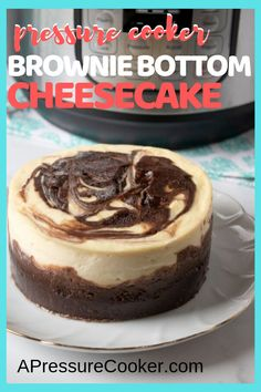instant pot desserts Instant Pot Brownie Bottom Cheesecake is a layered cheesecake with a brownie batter used for the base of the cheesecake and the swirled top. Brownie Desserts, Oreo Dessert, Mini Desserts, Bon Dessert, Brownie Cheesecake, Chocolate Cheesecake Recipes, Chocolate Desserts, Just Desserts, Brownie Batter