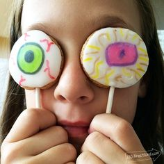 Draw your own eyeball on frosted cookie pops