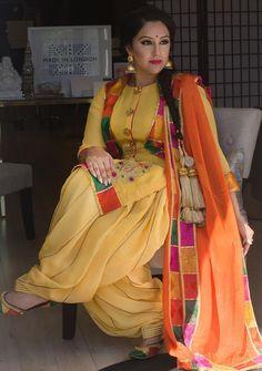 Different Types Of Best Designer Punjabi Salwar Suits For All Time Pretty Looks - Art & Craft Ideas Kurta Designs, Blouse Designs, Punjabi Suits Party Wear, Punjabi Salwar Suits, Patiala Suit, Designer Punjabi Suits, Indian Designer Wear, Designer Kurtis, Punjabi Fashion