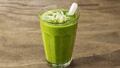 Paksoi-kiwi smoothie! Uit ons 100 Groene Smoothies-boek (http://www.bol.com/nl/p/100-groene-smoothies/9200000032074491/), en de blog op http://www.femna40.nl/gezonde_voeding/eet-groenten#.VC61wb5qBz8 @wesse449