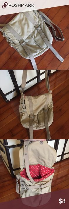 Old Navy Shoulder Bag Canvas shoulder bag with 3 big pockets and hooks for keys and key chains. Perfect for bike rides, hiking, or outdoor activities where you need a free hand and don't care if your bag gets dirty. Old Navy Bags Shoulder Bags
