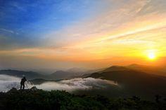 mountain  산 능선을 따라 걷는 ~ 구름을 따라 걷는 행복감을 사진을 통해 느껴봅니다. 멋진 사진 감사합니다^^*