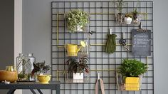 20 easy clever quick tricks and hacks that will instantly upcycle your home interiors Mollie Makes, Upcycle Home, Small Balcony Decor, Rental Decorating, Decorating Ideas, Contemporary Garden, Cool Apartments, Apartment Kitchen, Home Hacks